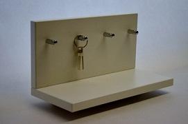 Polička s věšákem na klíče bílá
